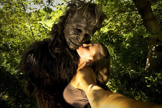 BIGFOOT-KISS-1